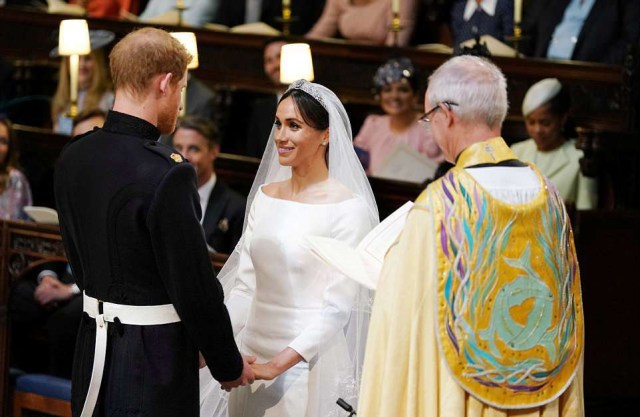 4C6DBF0E00000578-5747477-Meghan_Markle_has_married_Prince_Harry_in_a_moving_service-a-280_1526730748839