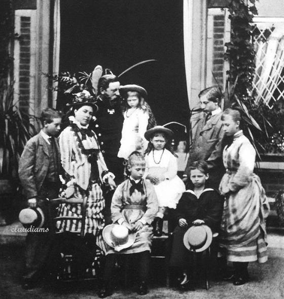Frederick_III,_German_Emperor_with_his_wife_and_their_children