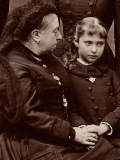 queen-victoria-with-granddaughter-alexandra-feodorovna-