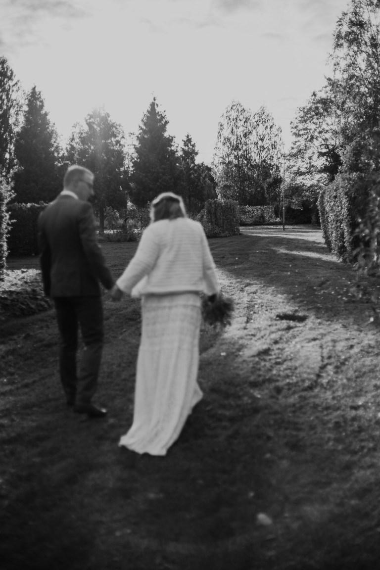 bröllopsfotograf uppland, bröllop 2019, bröllop 2021, bröllop utomhus, jordnära bröllopsfotograf, avslappnat bröllop, microwedding sweden, drömparken enköping