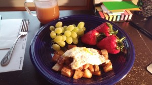 roasted breakfast potatoes, fried egg, strawberries, grapes, tea with coconut milk - not recommended, whole 30, paleo