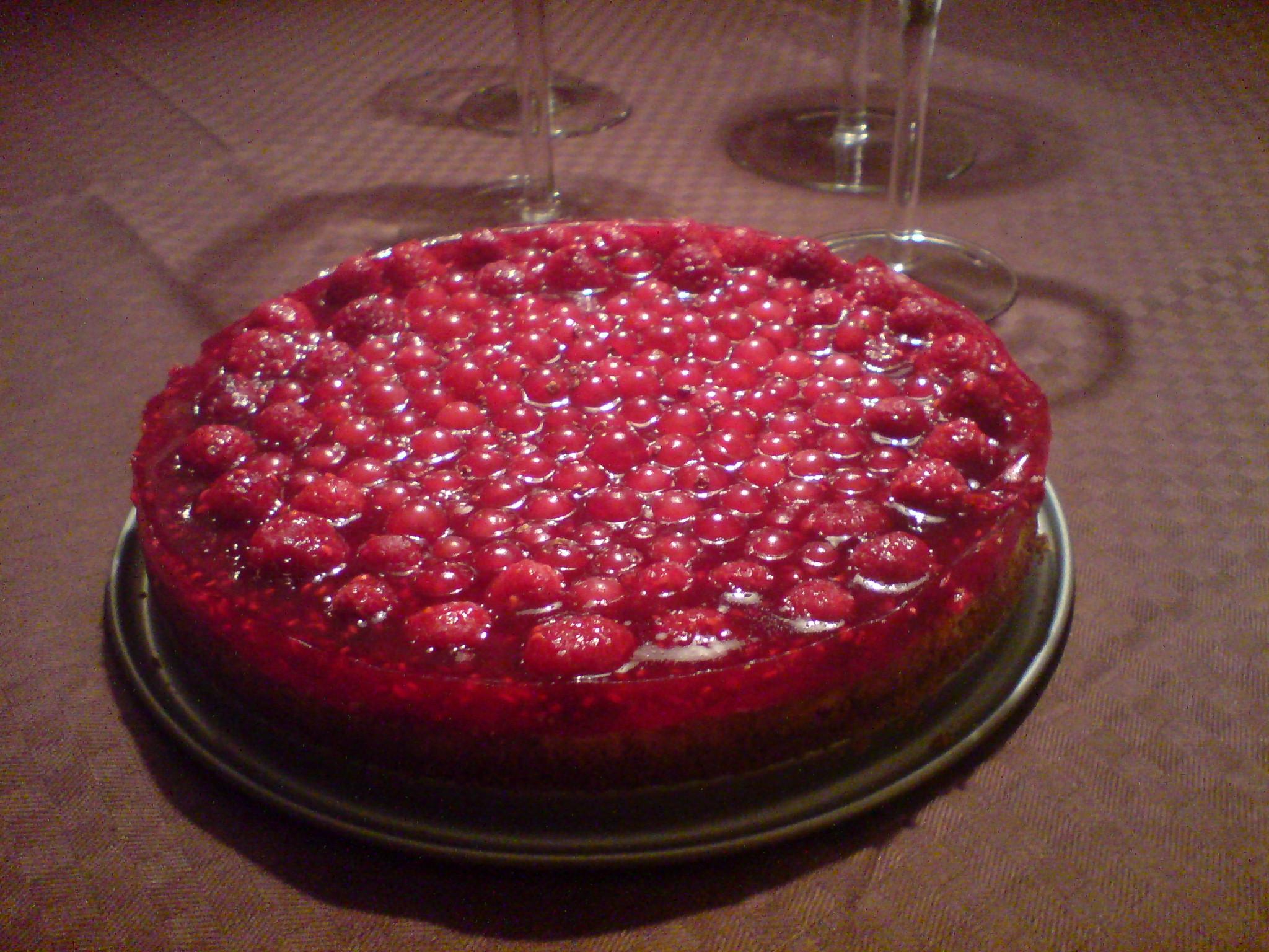 Halloncheesecake med röda vinbär
