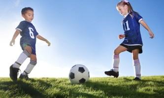 Мальчики и девочки в футболе