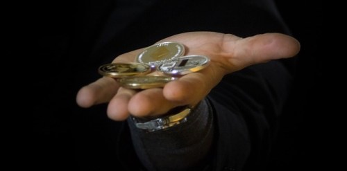 hand with crptocurrency