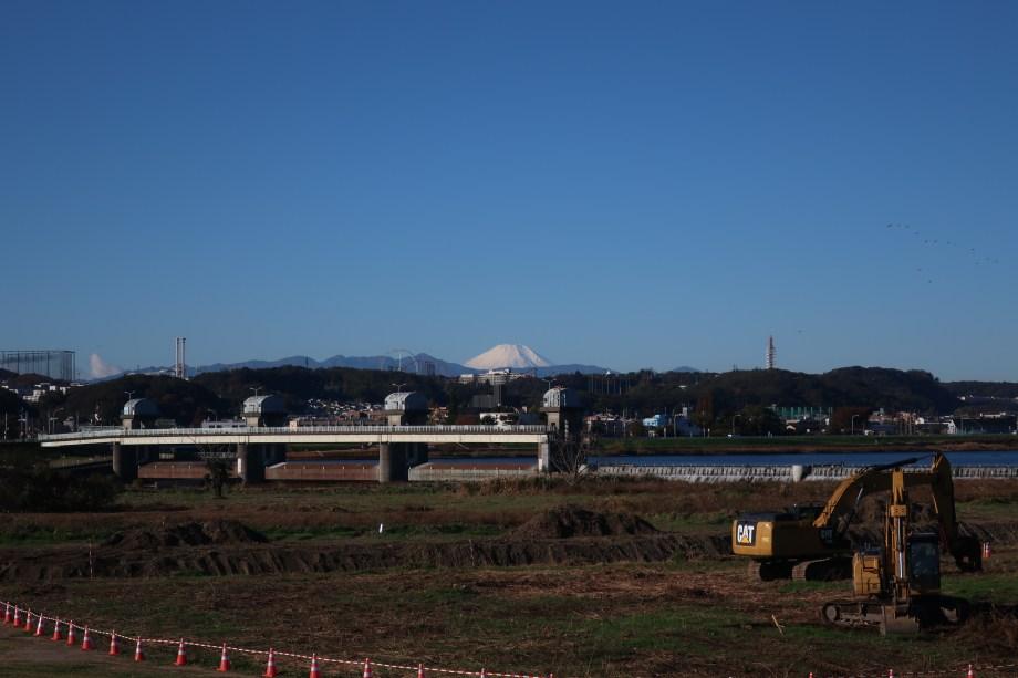 多摩川土手から見た富士山