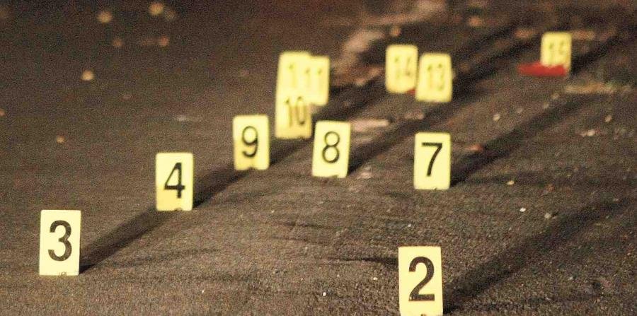 El CIC de Guayama investiga esta mañana el crimen reportado en un complejo residencial de Cayey. (GFR Media) (horizontal-x3)