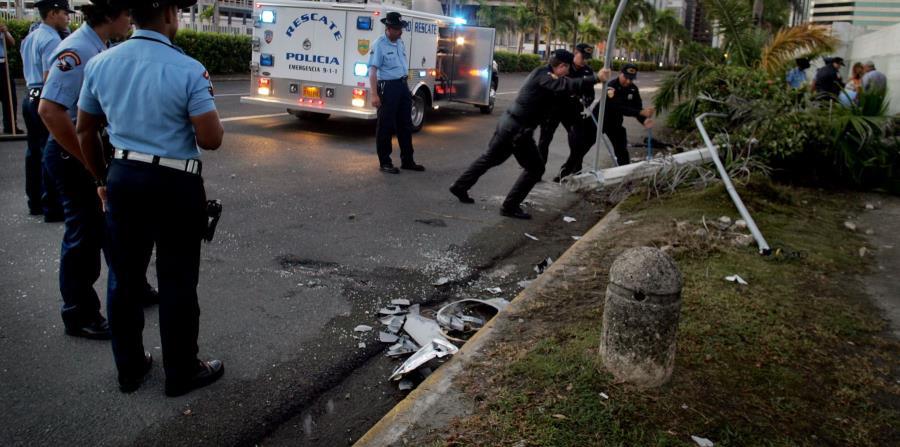 Roberto Esquerdo López, de 36 años y residente de San Juan, murió al estrellarse contra un poste. (horizontal-x3)