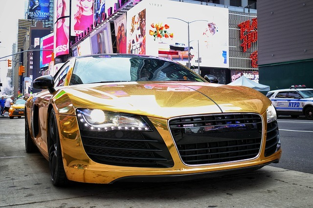 amor e dinheiro em carro de ouro não se sabe se existe