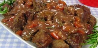 Receita de Carne de panela com molho ao vinho