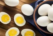 Como fazer Ovo Cozido no Microondas, ovos com casca.