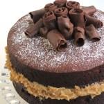 bolo de chocolate com brigadeiro de nozes