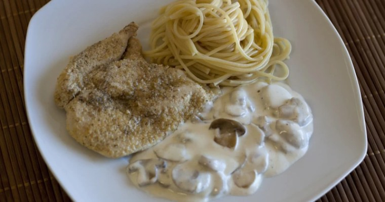 Bifes de frango com cogumelos e natas