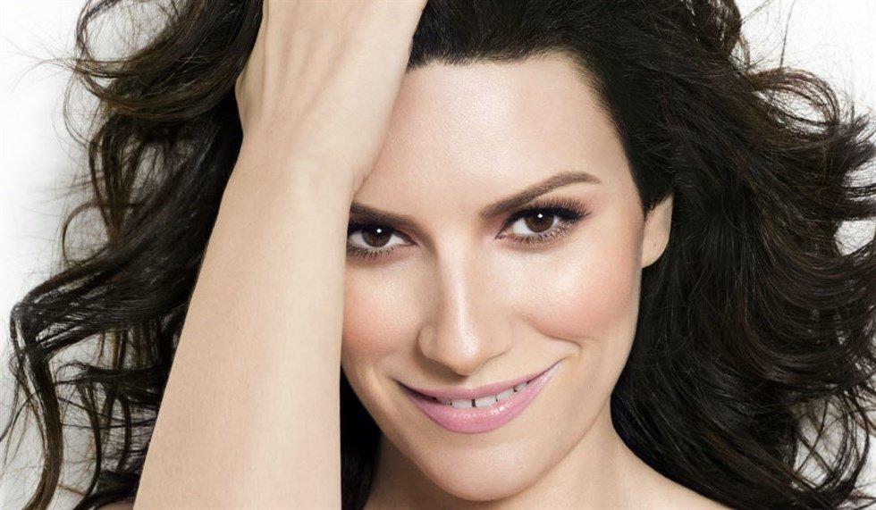 """Svelata la tracklist di """"Fatti sentire"""", il nuovo progetto di Laura Pausini"""