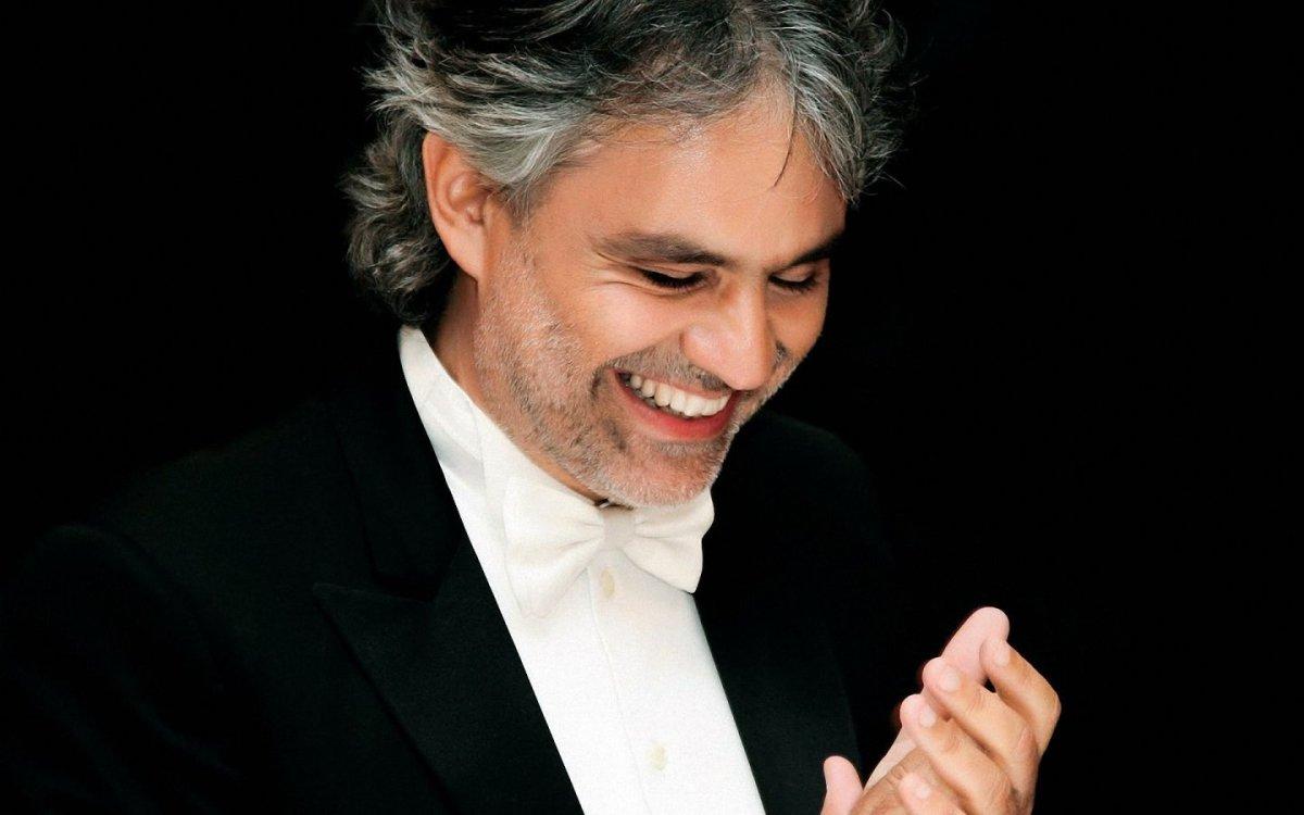 """Andrea Bocelli duetta con il figlio nel brano """"Fall on me"""""""