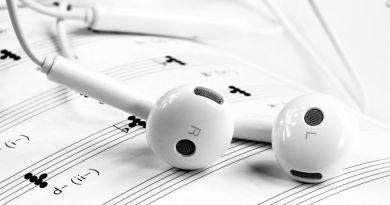 Con quale supporto consumano musica gli italiani delle diverse generazioni?