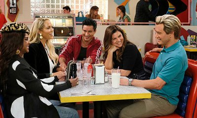 'Saved By The Bell' Original Cast Reunites For The 1st Time In Season 2 Revival Trailer