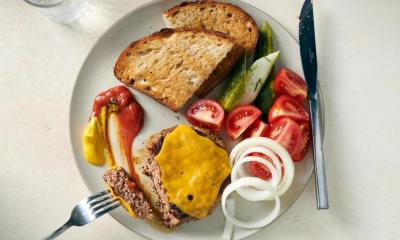 Burger plate recipe: A vintage dish with modern appeal