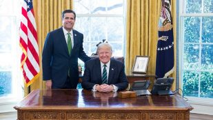 https://i2.wp.com/recentr.com/wp-content/uploads/2019/07/Donald_Trump_and_John_Ratcliffe-1920-1920x1080.jpg?resize=309%2C174