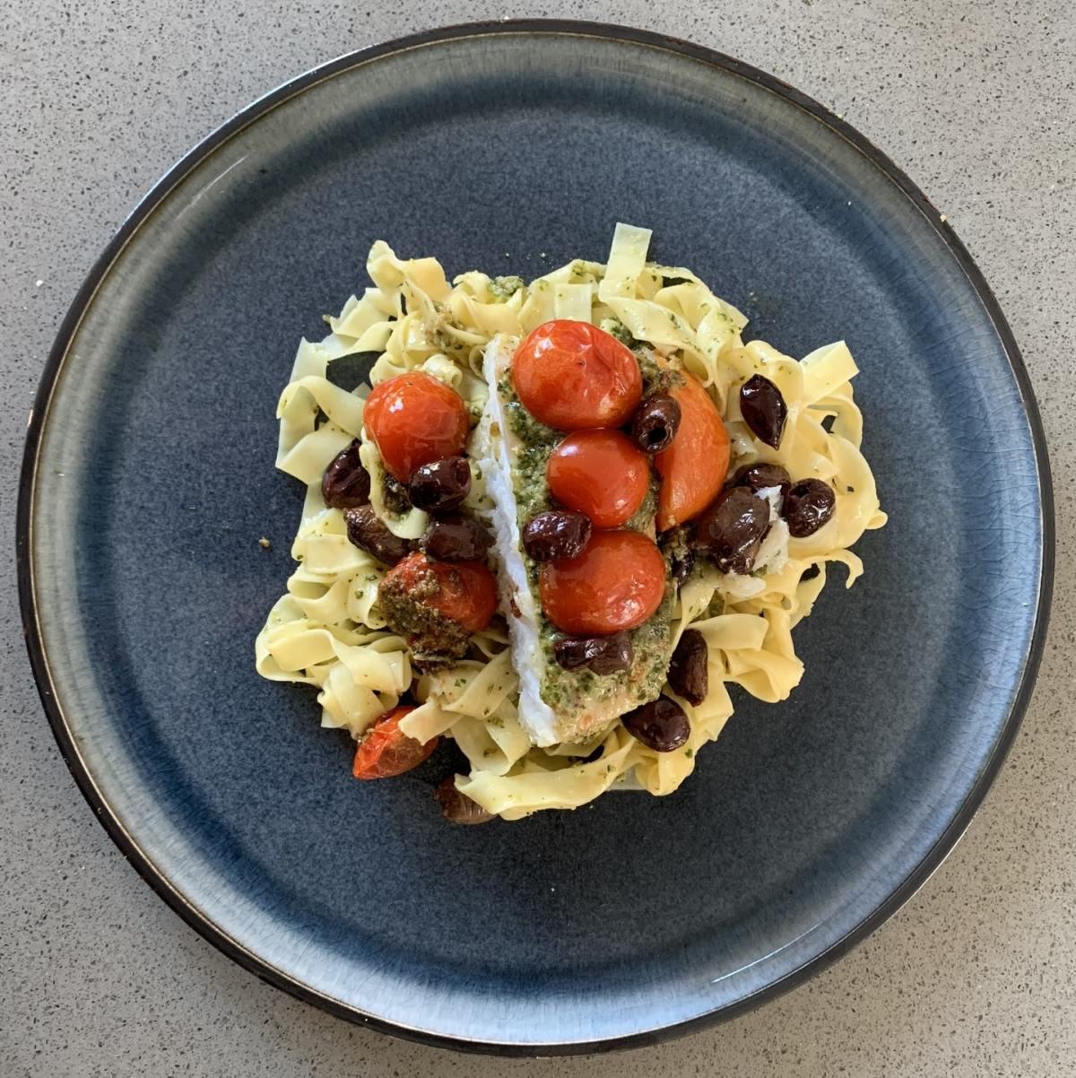 Tagliatelle met kabeljauw en pesto