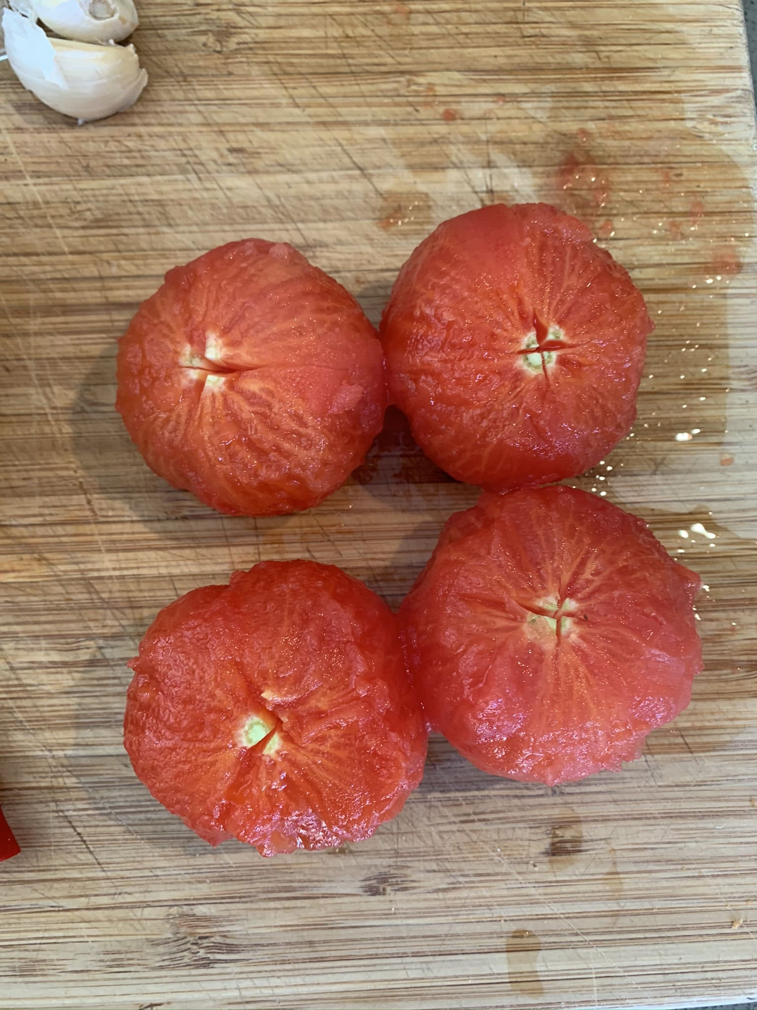 Hoe ontvel je tomaten?