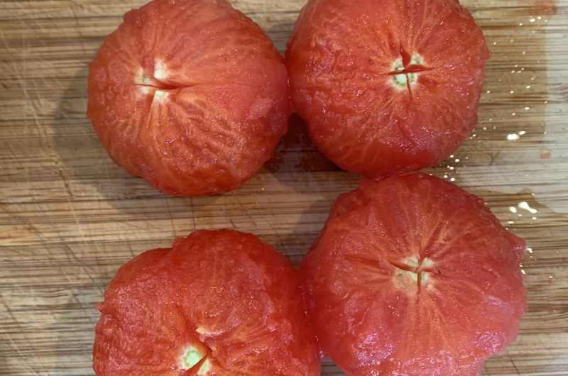 Hoe ontvel ik tomaten 4