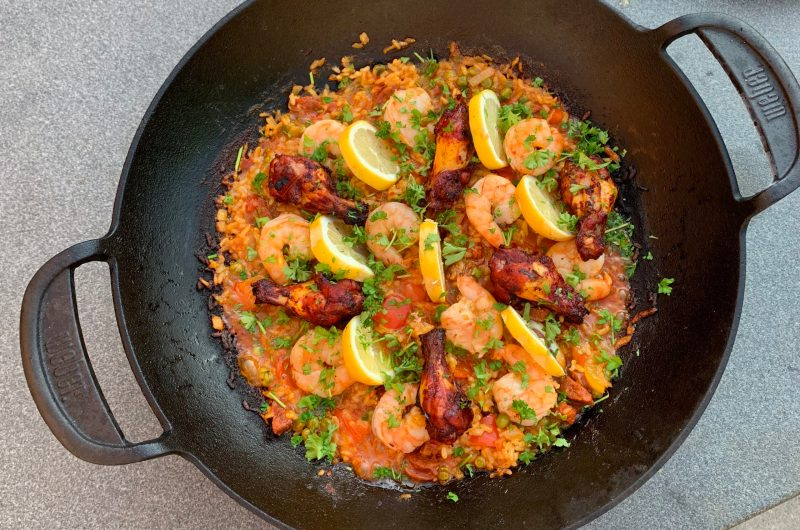 Paella van de barbecue