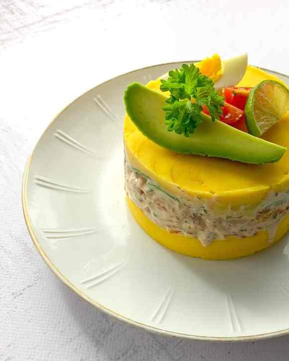 Peruaanse causa met garnalen en avocado 2