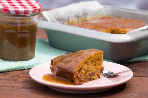 Sticky Toffee Pudding + karamelsaus| Buzz in the Kitchen recept