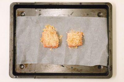 zalm in krokant parmezaan jasje - buzz in the kitchen diner