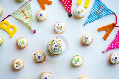 Yellow Cake Cupcakes recept | Buzz in the Kitchen comfort foodblog
