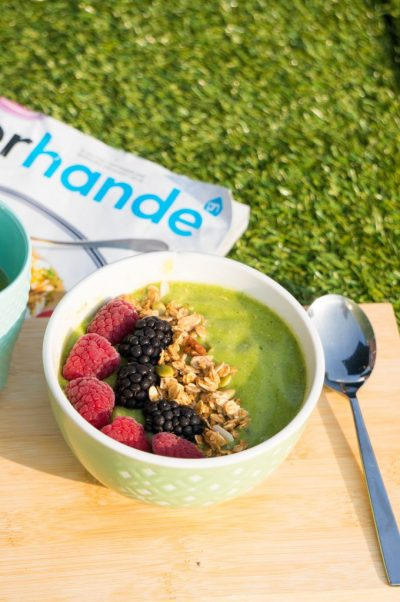 Groene Mango Smoothie Bowl recept | Buzz in the Kitchen