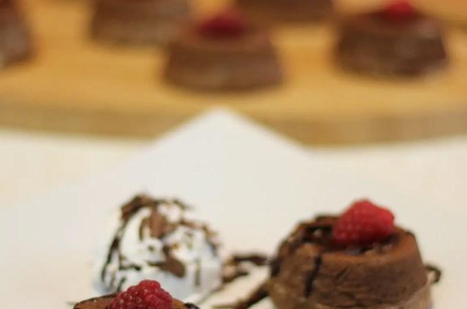 Lava kolač pravi je čokoladni užitak.