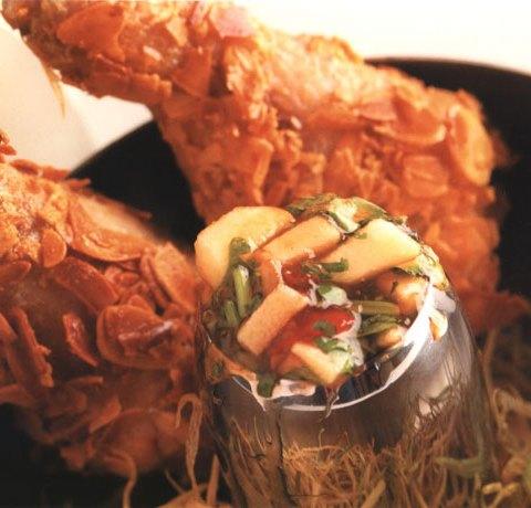 Ножки цыпленка в корке из миндаля с пряной гранатовой подливкой