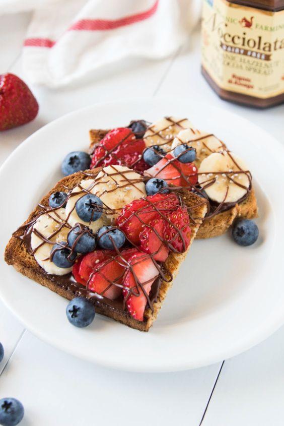 Легкие вкусные десерты с клубникой за пару минут.