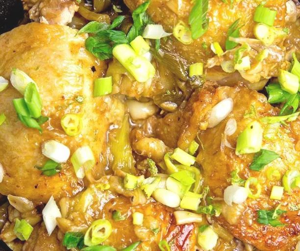 Pollo al limón con cebolla