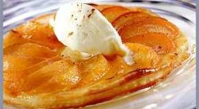 Tarta de manzanas con helado