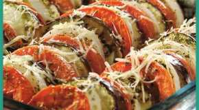 Ruedas coloridas de berenjena y tomate