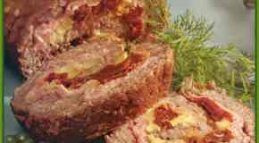 Carne arrollada con jamón, champiñones y tomates secos