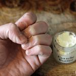 Crema De Cutículas Casera Para Unas Cutículas Suaves Y Uñas Largas