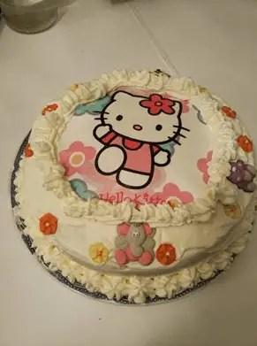 tarta Hello Kitty III - Tarta de fresas con nata de Hello Kitty