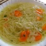 Sopa con fideos vegetariana – recetas para niños