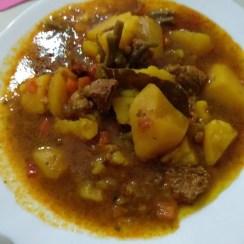 patatas guisadas con carne - Carne guisada con patatas en olla eléctrica JRD