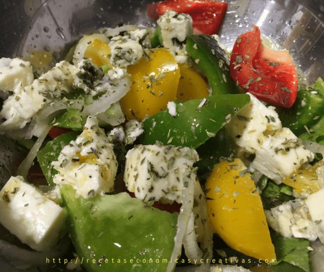 ensalada de pimientos 3 colores y queso roquefort