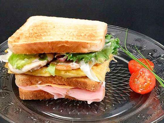 sandwich especial de pollo