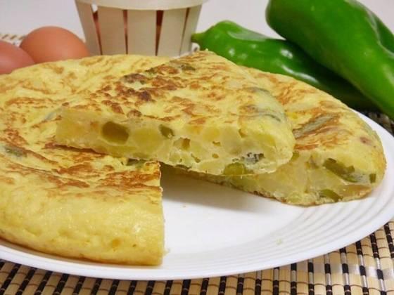 Tortilla de patatas y pimiento verde