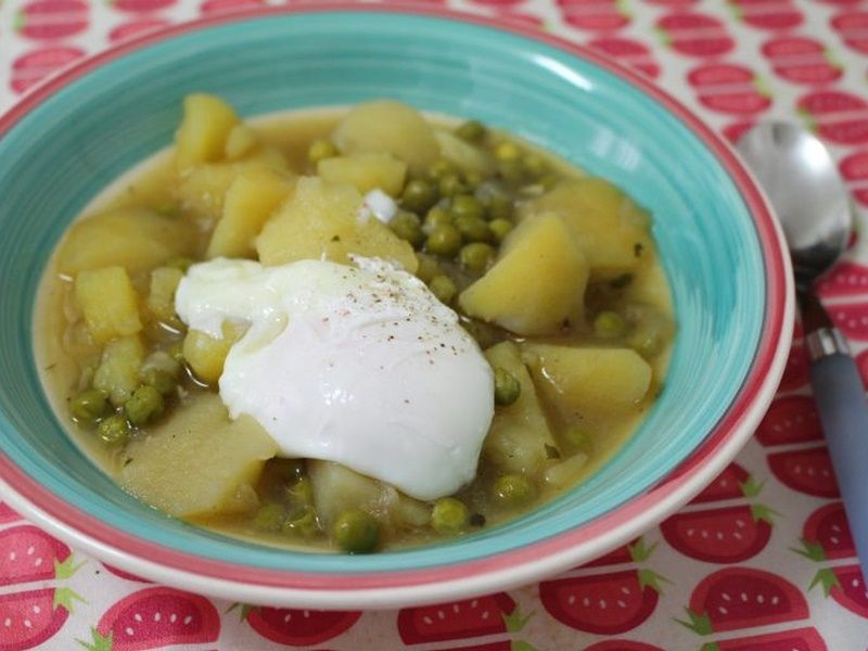 guisantes-con-patatas-y-huevo