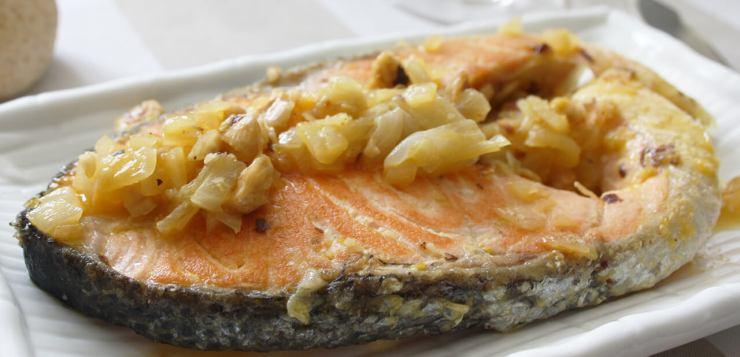 salmón con avellanas y zumo de naranja