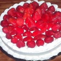 Pastel de vainilla con relleno de fresa
