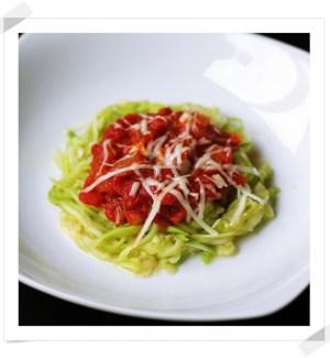 Espaguetis Vegetales de Calabacín con Salsa de Tomate