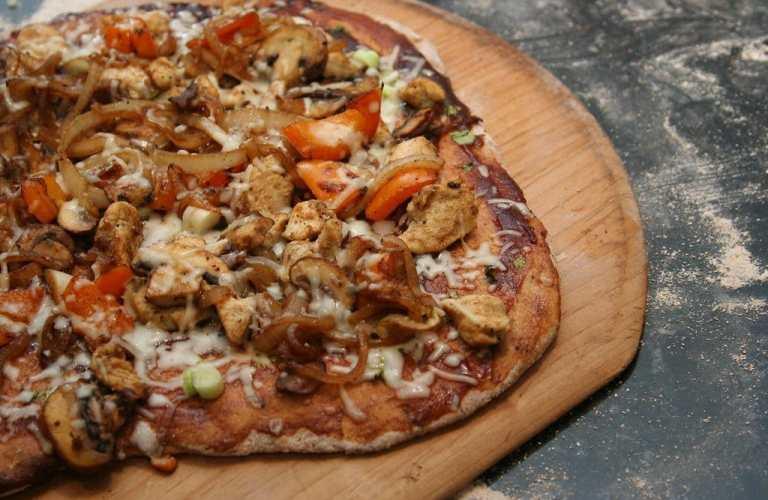Pizza de pollo BBQ